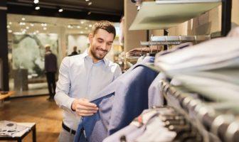 Je kunt tegenwoordig goedkoop uit zijn, terwijl je dure kleding draag
