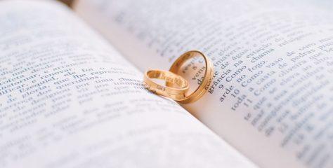 Gouden ringen schoonmaken: tips om ze weer te laten glimmen!